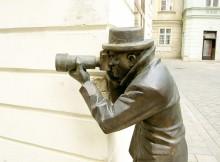 bratislava-bronze-paparazzo